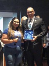American Cancer Society's Sierra Inocensio presents its Crystal Award to Tachi Tribal Chairman Leo Sisco.