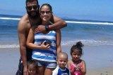 Ruiz with wife Lorelynn and children.